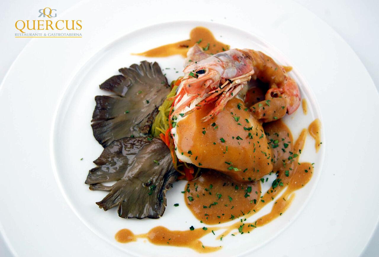 Lomo de bacalao con langostino, setas de cardo a la plancha y reducción de mariscos y naranja