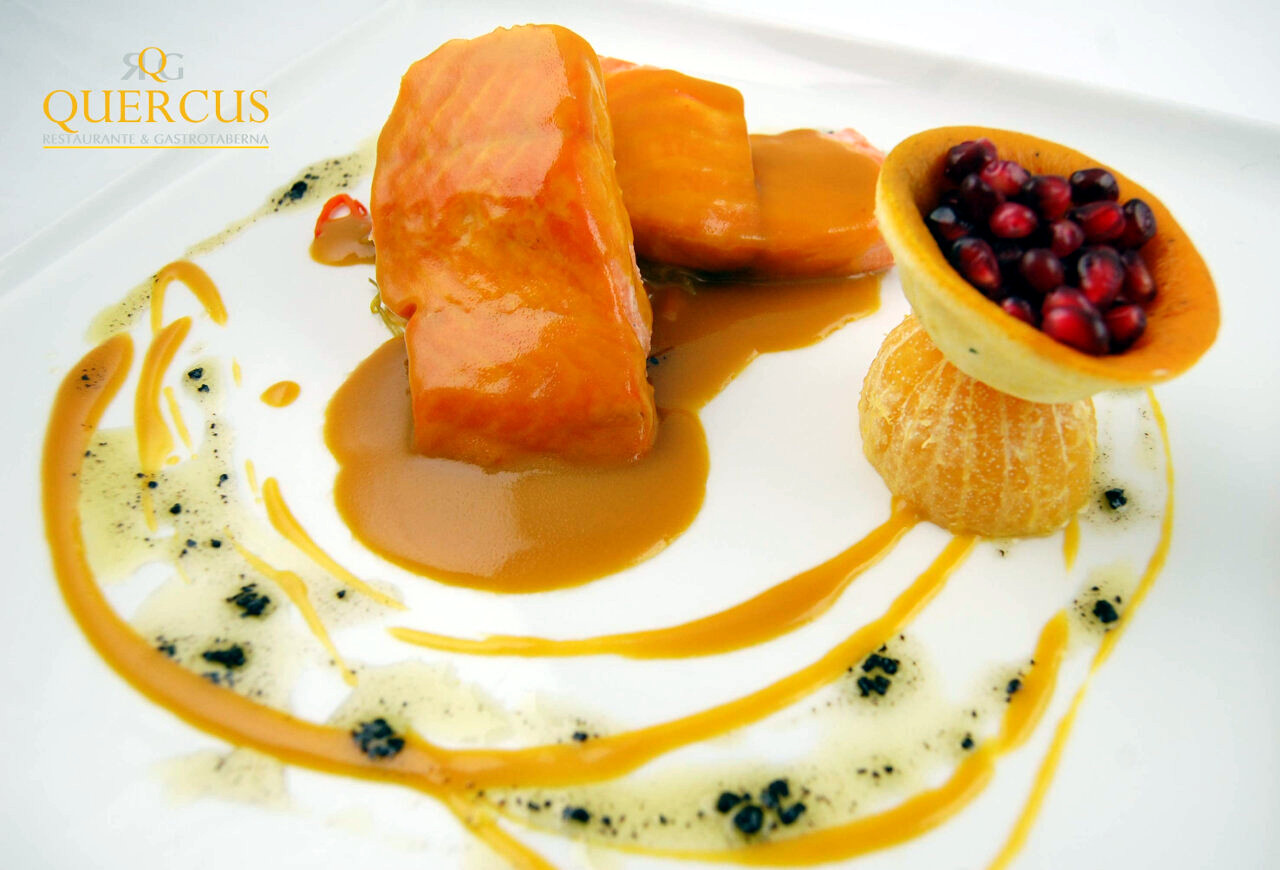 Lomos de salmón noruego al horno y salsa a la naranja