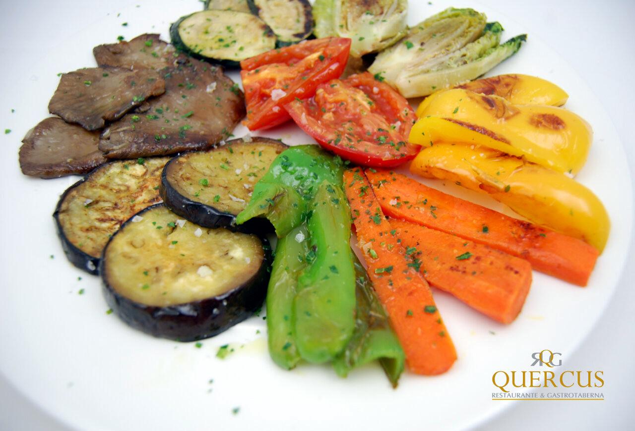 Parrillada de verduras frescas de la huerta con sal maldon