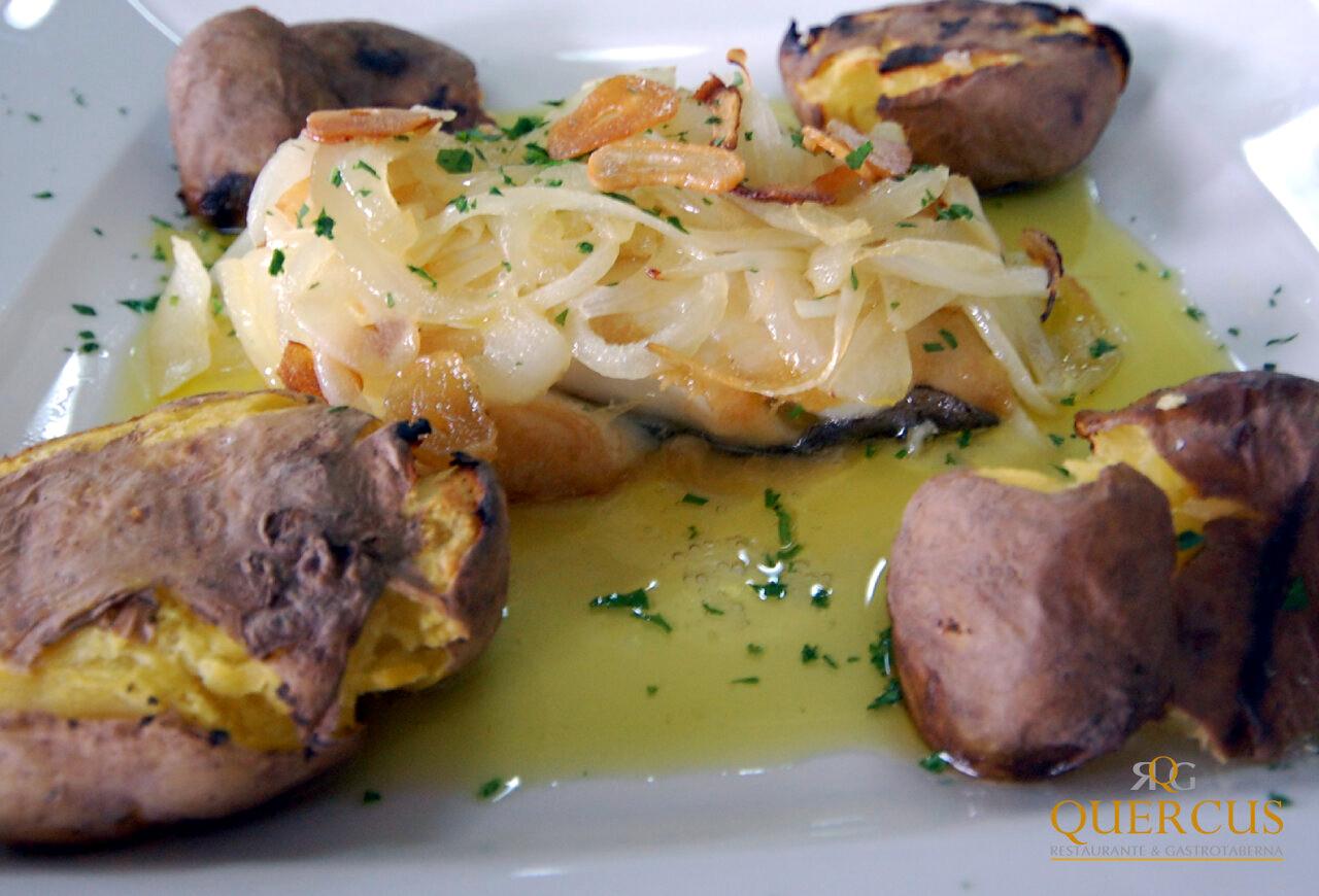 Lomo de bacalao al estilo Lisboa con patatas asadas a la parrilla